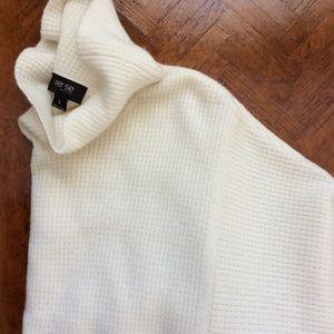 Stunning, Cream Cashmere Turtleneck, Size L
